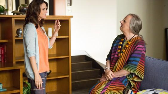"""Amy Landecker as Sarah, Jeffrey Tambor as Maura in """"Transparent"""""""